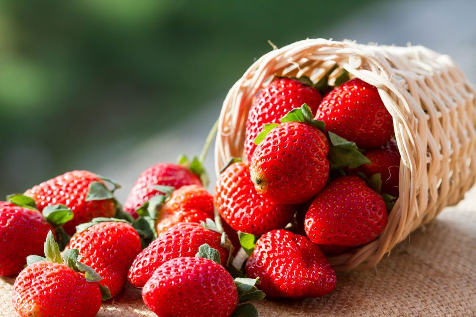 Whiten Teeth Naturally Strawberries Natural Teeth Whitening Tip
